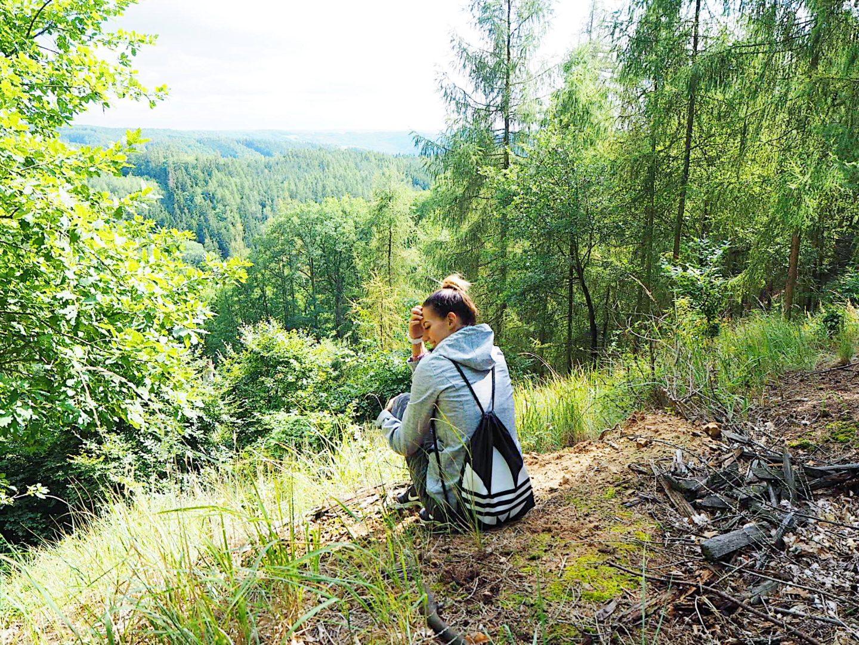 brunettie les wood procházka příroda nature