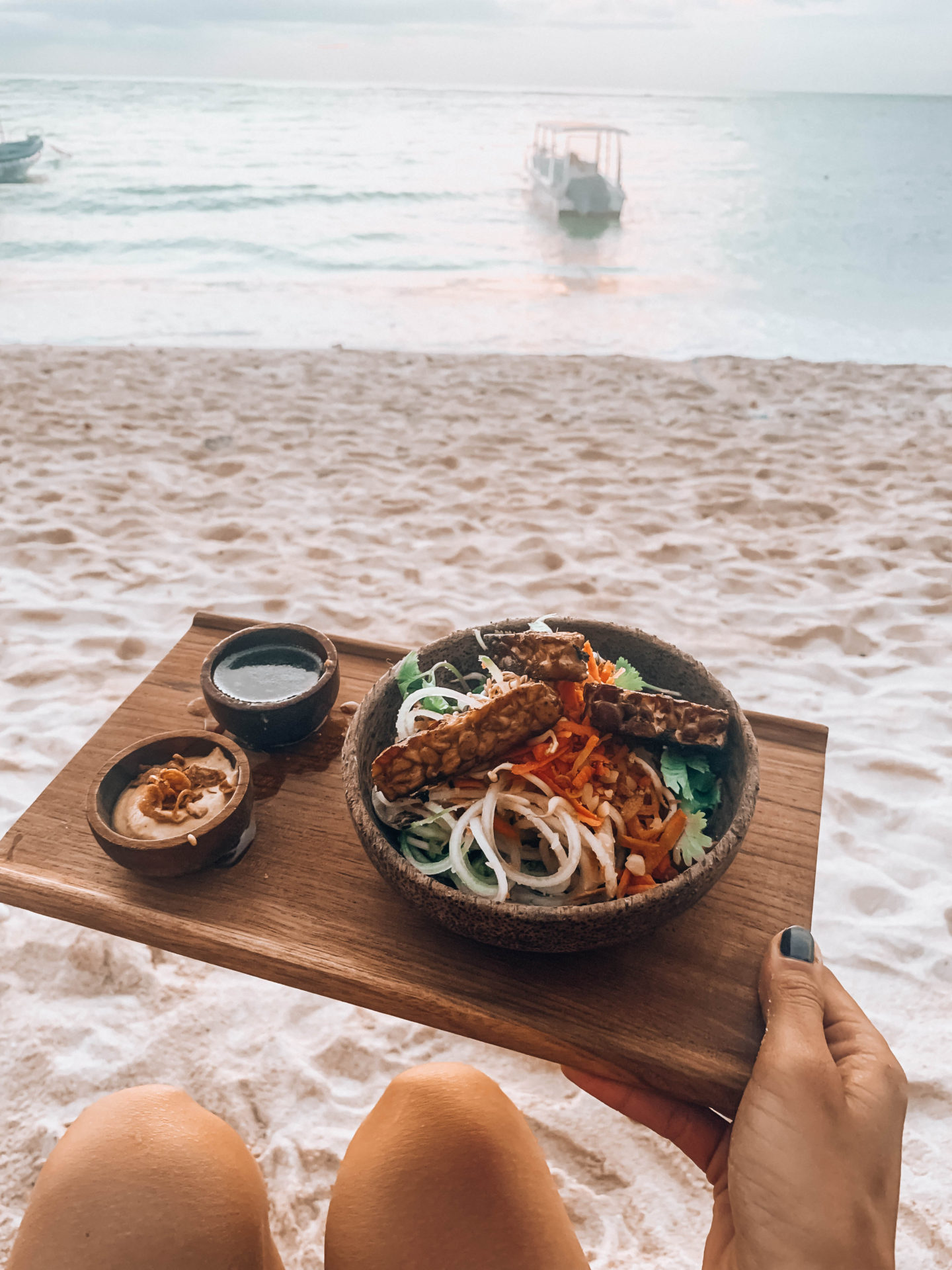 ginger and jamu food nusa penida nusa lembongan bali trip balifood tempeh bowl brunettie