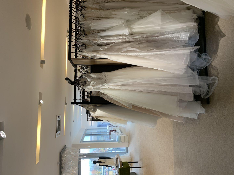 brunettie svatba svatební šaty adina